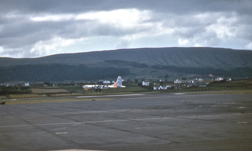427th_KB-50_landing_at_Lajes