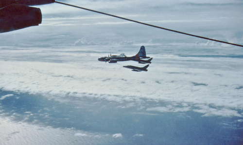 427th_Refuels_Thunderbirds_enroute_to_Chile_May_1960